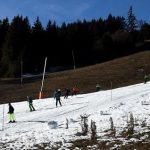 piste-ski-peu-enneigée