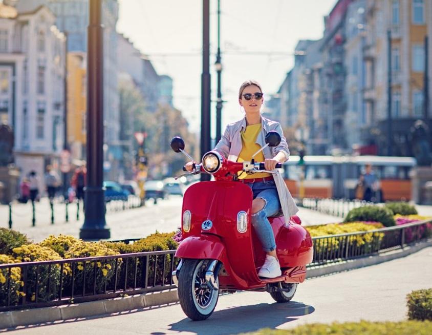 Scooter électrique en ville