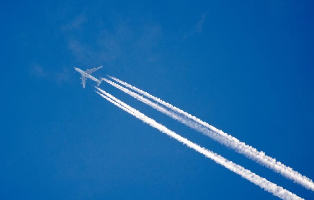 Avion dans les airs