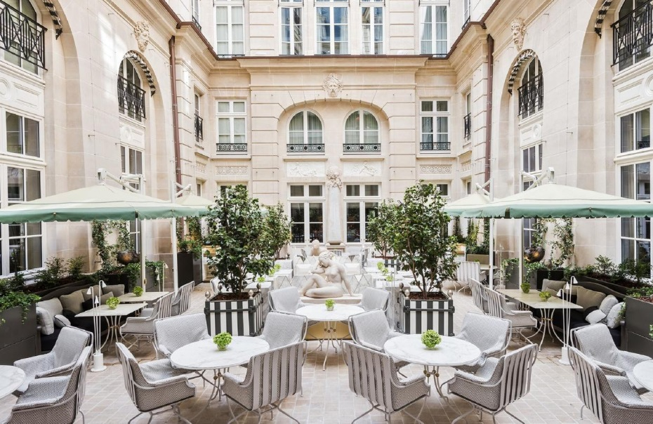 Hôtel et terrasse