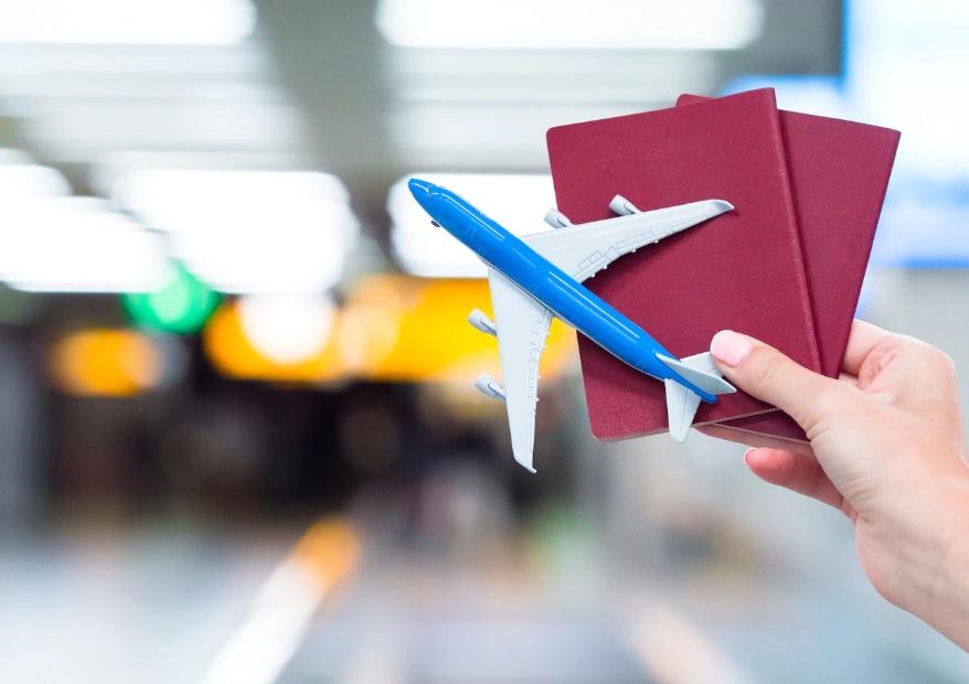 Porte documents et avion miniature